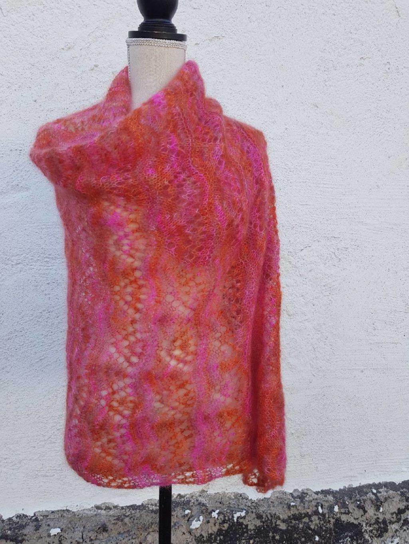 Spetstickad rektangulär sjal i Hedgehog Fibres Kid Silk Lace