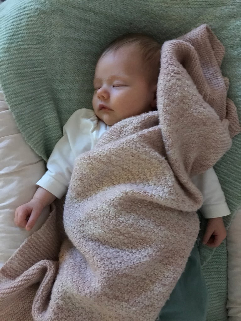 Mjuk och skön babyfilt i Fino från Manos del Uruguay, stick-kit