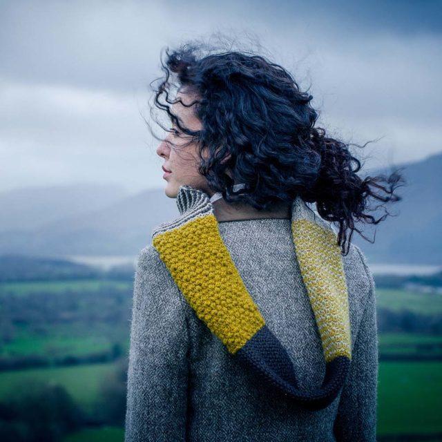 Brenna sjal i design från The Fibre Co, stickkit