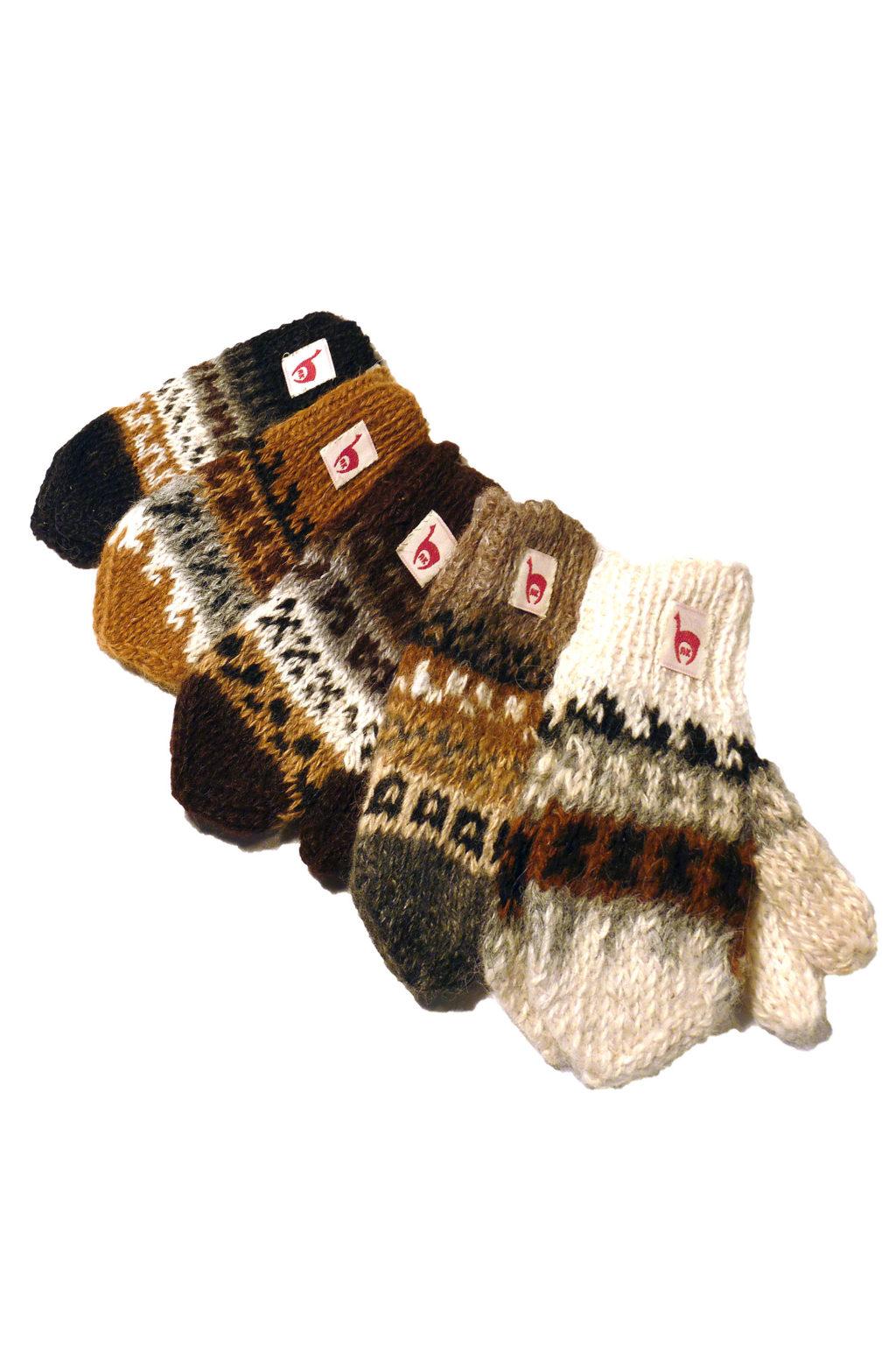 Mjuka, varma vantar i baby alpacka för barn. Vantarna är gjorda i alpackans naturliga färger.