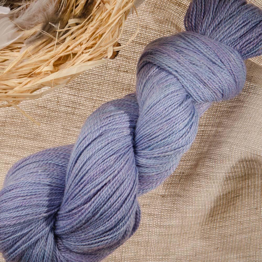 Meadow Aster garn från The Fiber Co, 40% merino, 25% baby lama, 20% silke, 15% lin