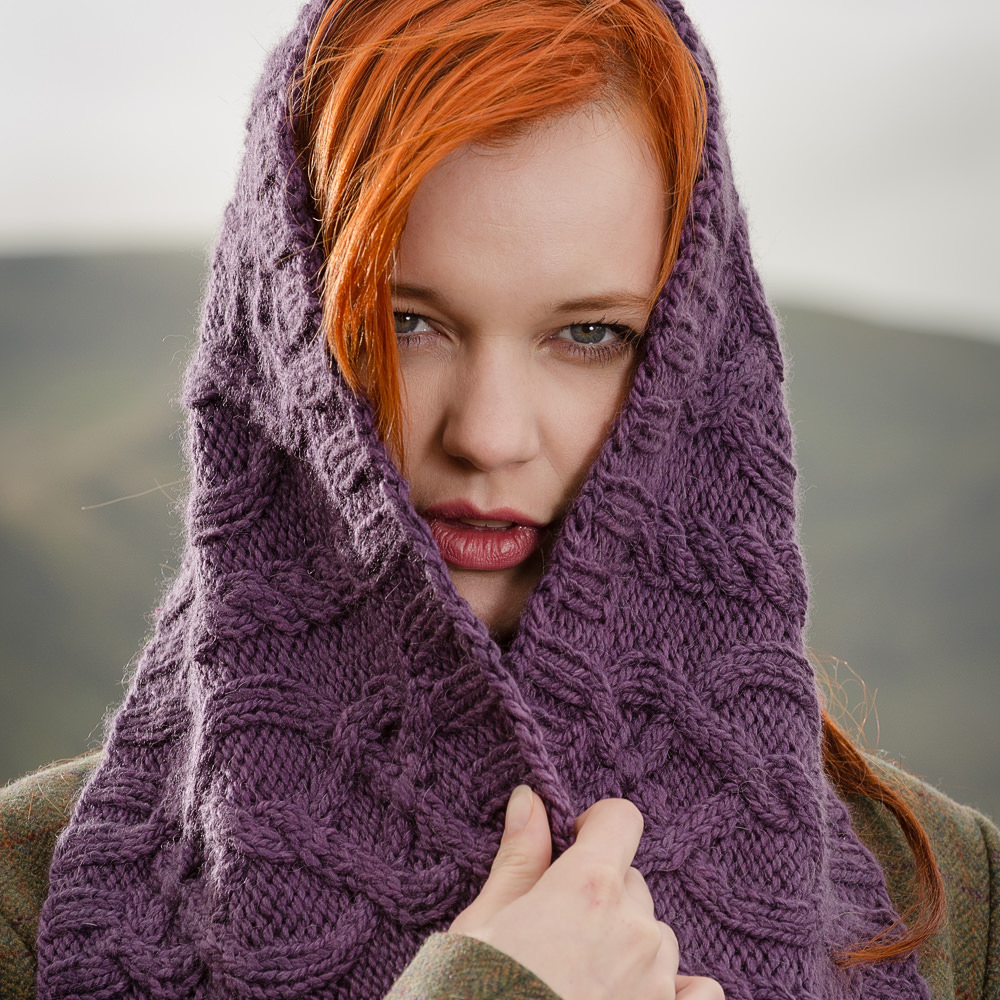 Moen flätstickad sjal i Tundra, stickkit