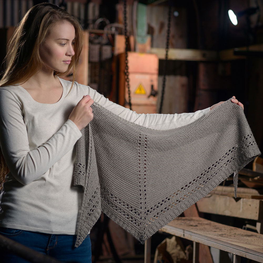 Eylet shawl i Luma garn, stickkit